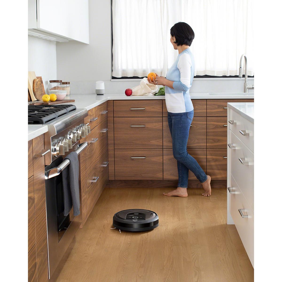 i7_i7-_Charcoal_Photo_Lifestyle_GoogleHome_Kitchen